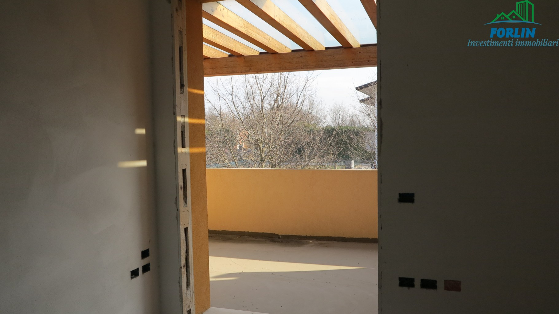 Grande bifamiliare con garage al piano terra v259 forlin for Garage con al piano di sopra